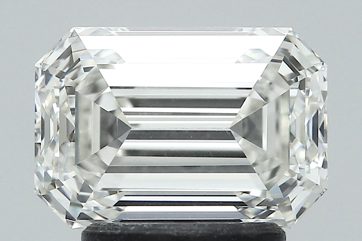 2.01 ct Emerald Cut Diamond : J / VVS1
